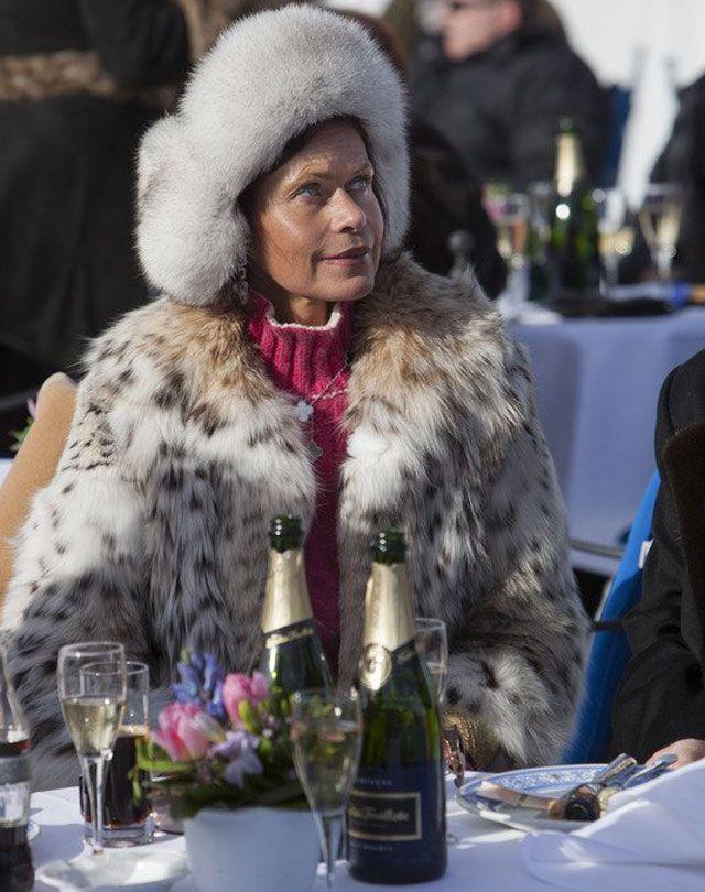 Classy Lady In Lynx Fur Enjoying A Drink At St Moritz St Moritz