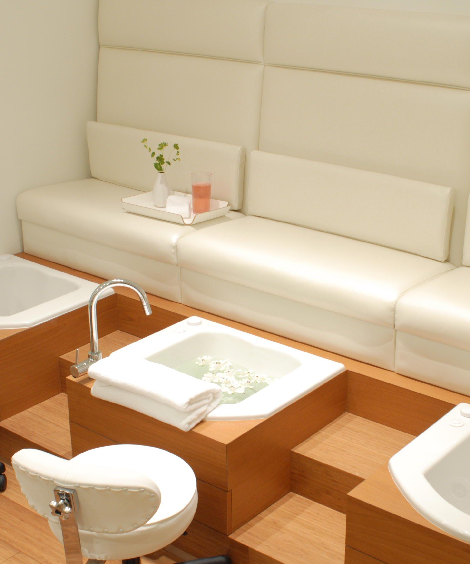 Pedicure area | Pedicure Chairs | Pinterest | Salón, Pedicura y Spa