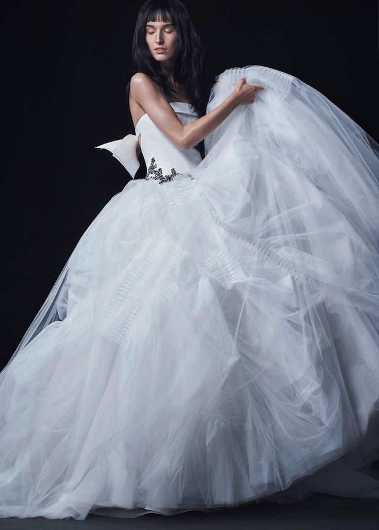 See Vera Wang\'s Dark and Sultry Wedding Dresses for Fall 2016