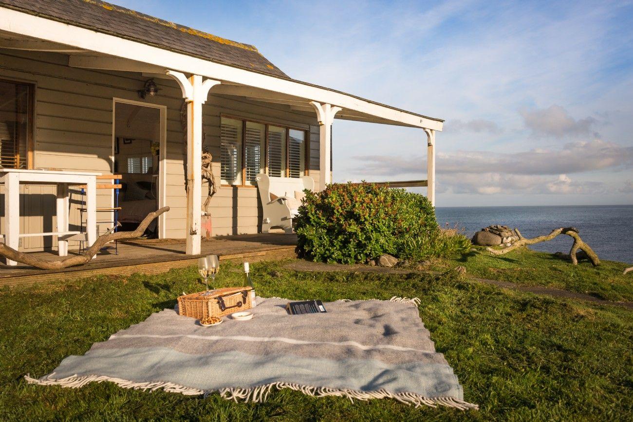 Sensational The Beach Hut Cornwall Luxury Beach Hut By The Sea North Download Free Architecture Designs Scobabritishbridgeorg