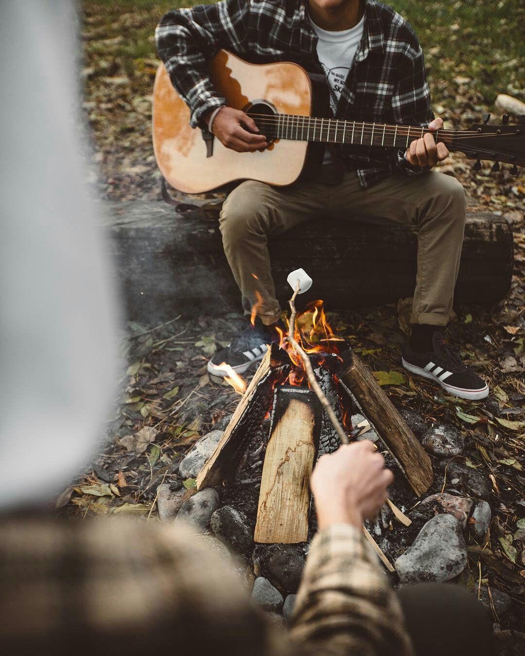 Картинка палатки и гитары