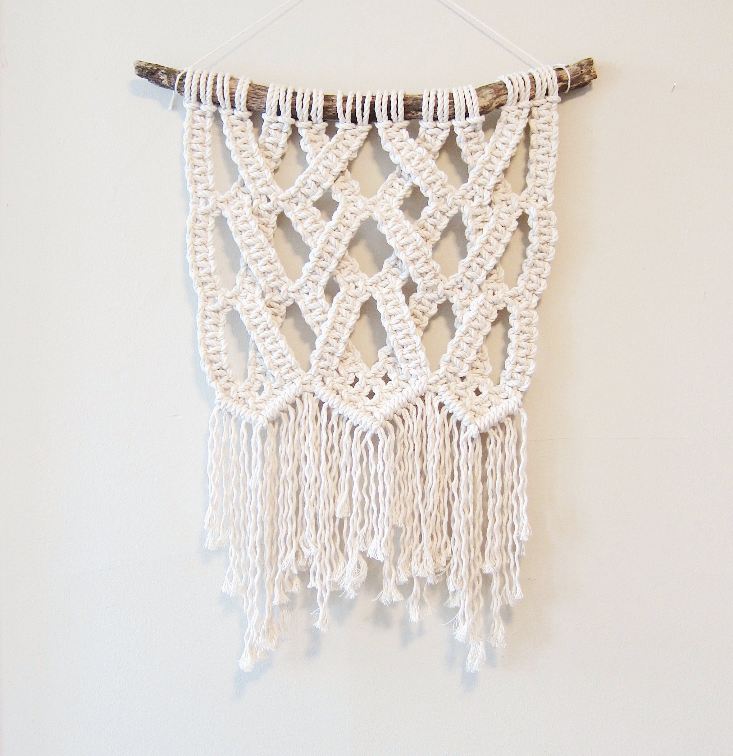 Modern Macrame Wall Hanging by Northern Sun Textiles: www.etsy.com/ca/shop/NorthernSunTextiles