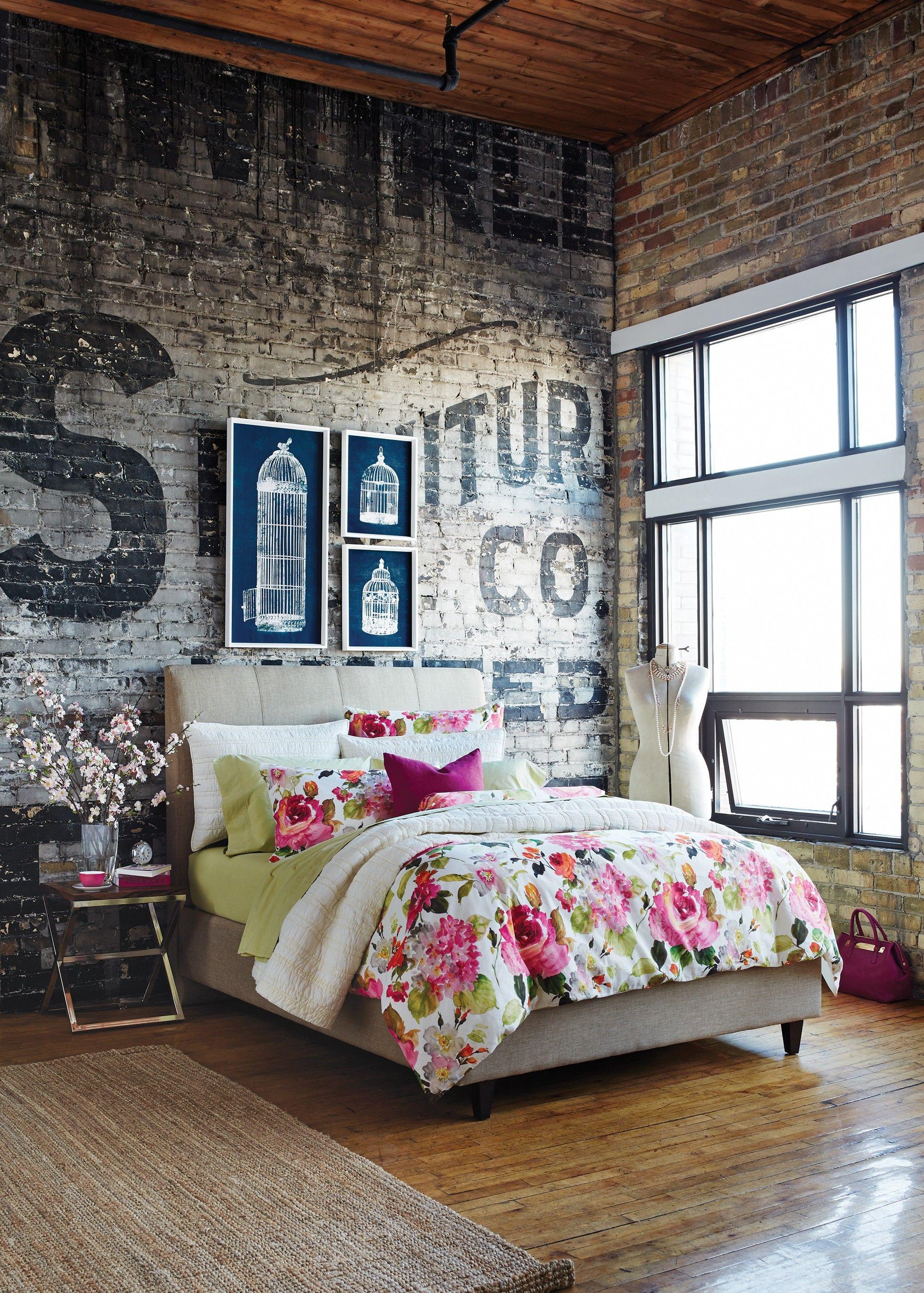 Schlafzimmer Gestalten Im Industral Chic Style Mit Holzfußboden Und Moderne  Wandgestaltung Schriftzug Schwarz Für Ziegelwand Grau