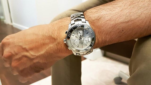 REPOST!!!  Tag Heuer Link Chronograph #tag #tagheuer #tagheuerlink #chronograph #breitling #diver #rolex #omega #wristshot  Photo Credit: Instagram ID @haseebhafeez