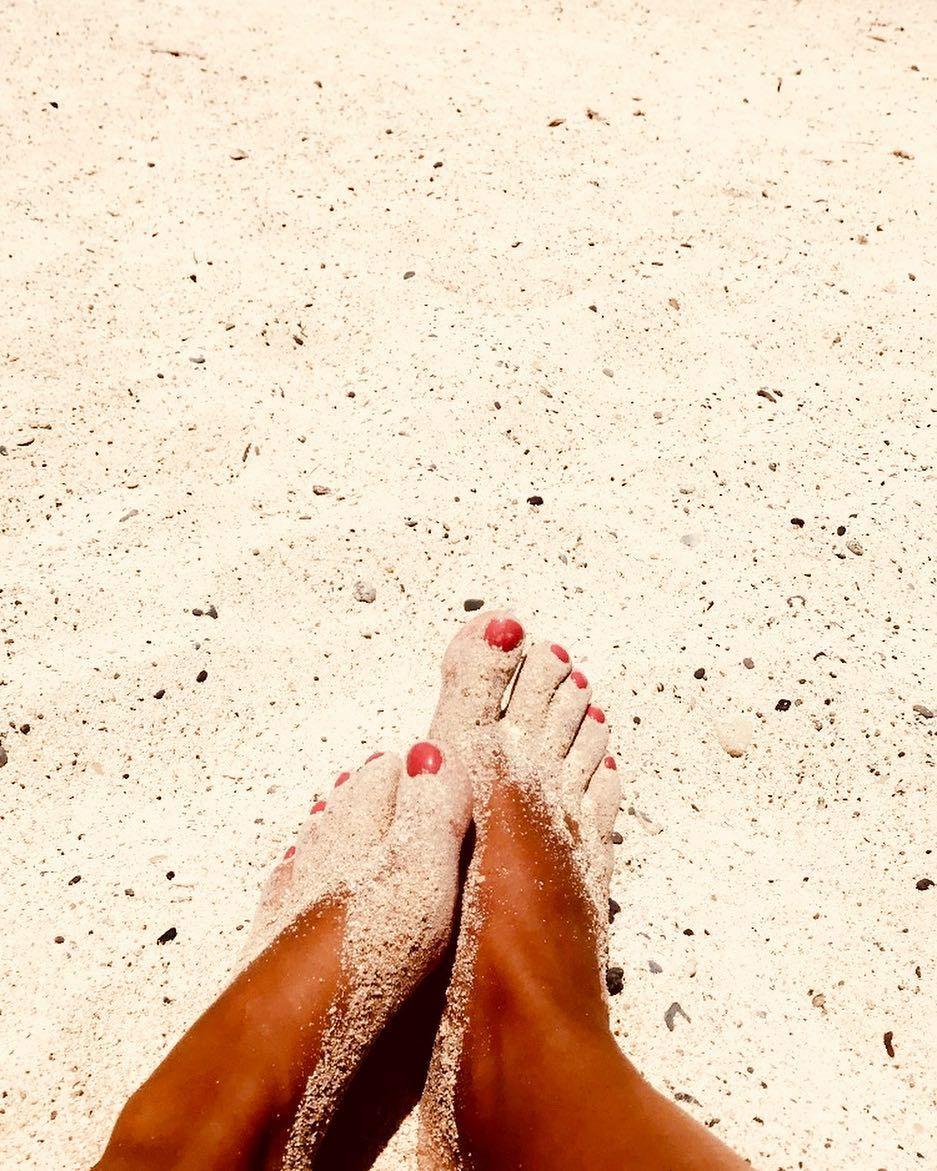 sandy toes sunkissed noes sand beachlife beaches beachday rh pinterest com