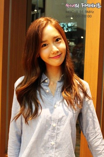 YoonA appears as guest on 'Sunny's FM Date' to congratulate Sunny on her 100th day as DJ