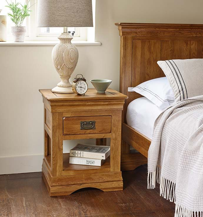 How to Style Your Nightstand Oak