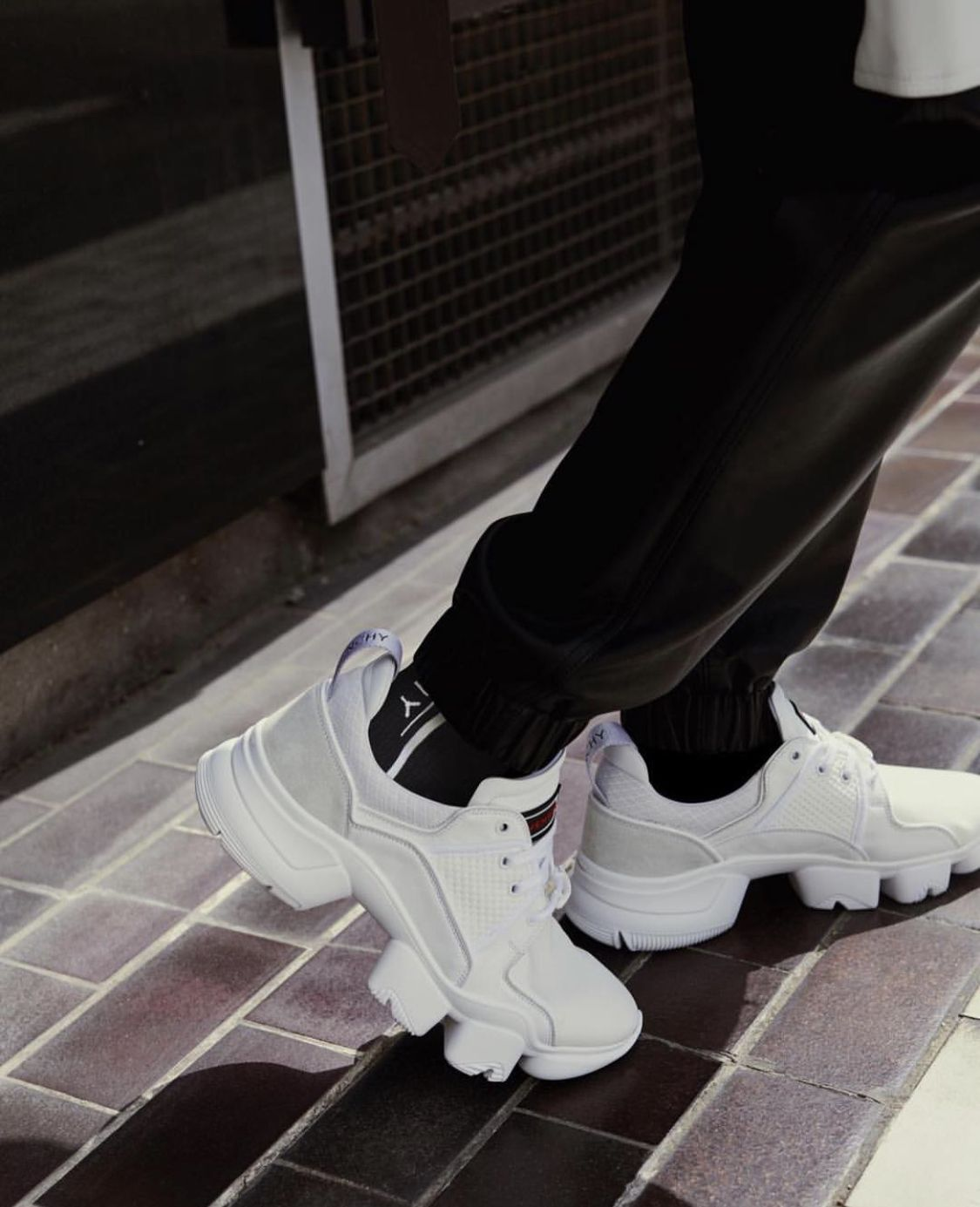Givenchy woman JAW sneakers fashion