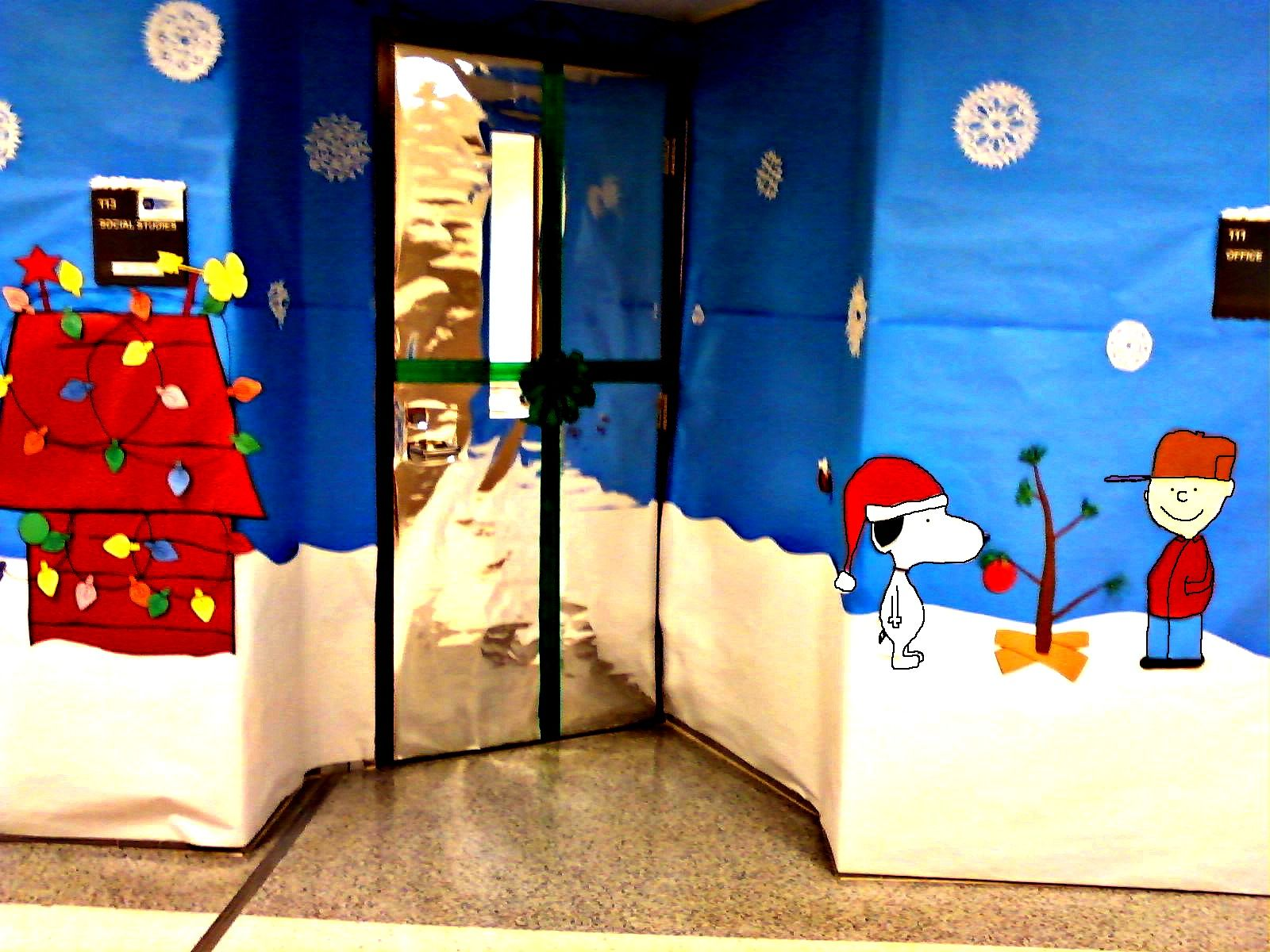 Office cubicle christmas decorating contest ideas - Christmas Door Decorating Contest