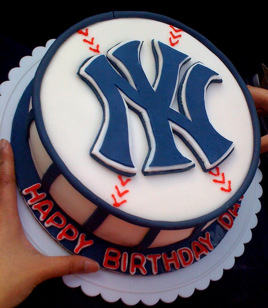 Miraculous New Yawk With Images Yankee Cake Yankees Birthday Baseball Cake Funny Birthday Cards Online Benoljebrpdamsfinfo