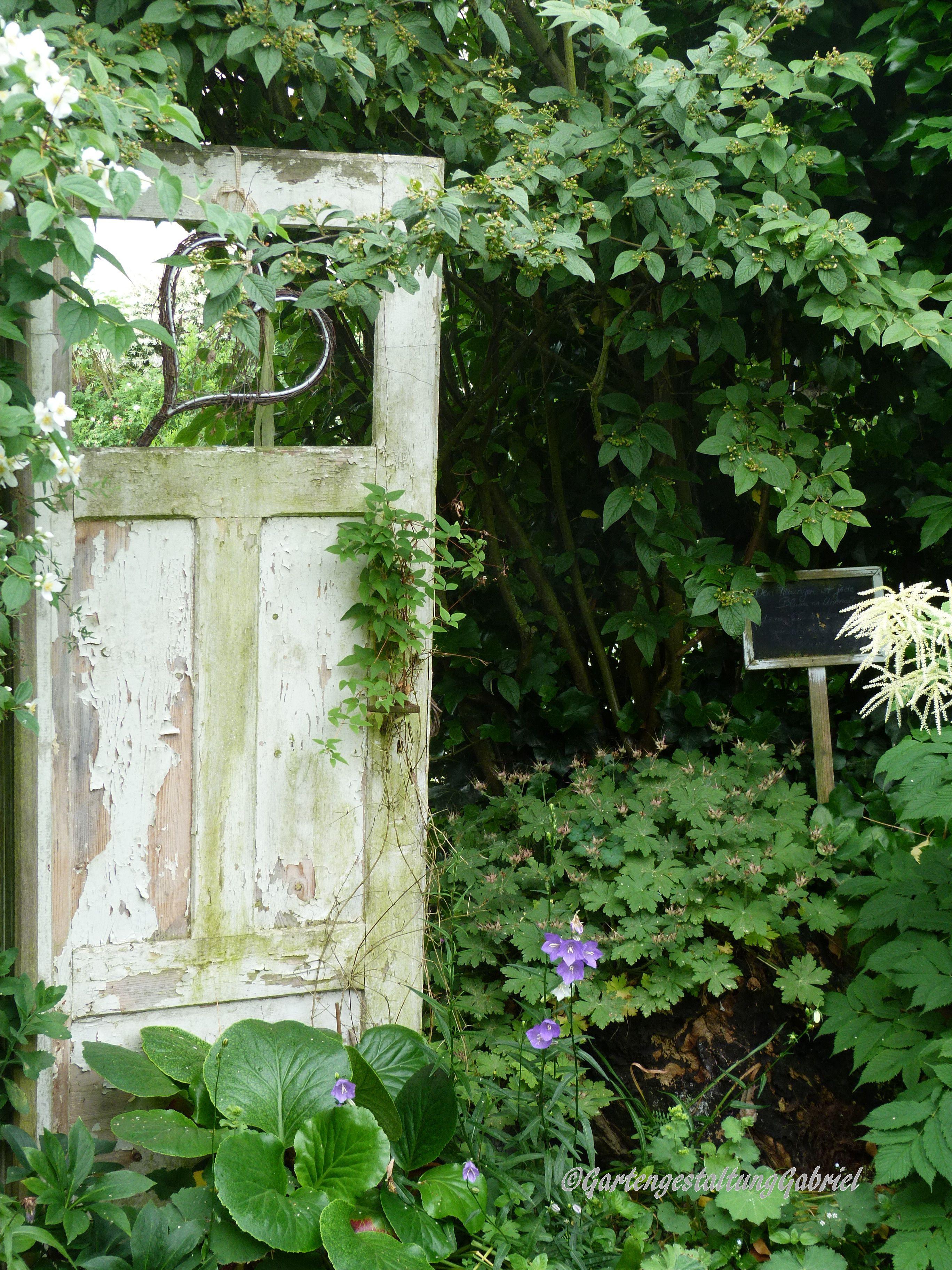 Tur Mit Herz Im Garten Garten Gartengestaltung Ideen Cottage Garten Design