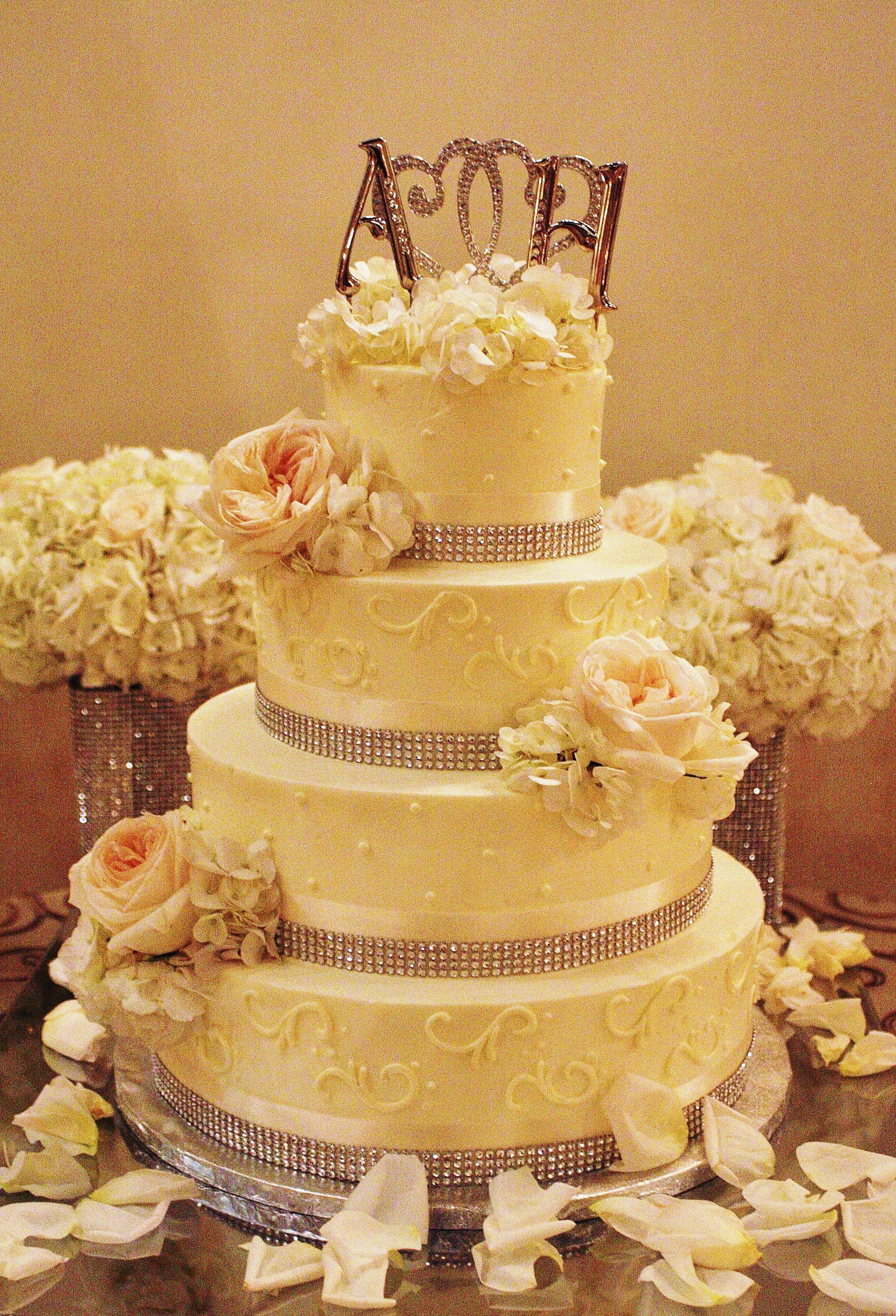 Pelazzio Full Service Wedding Venue can handle your cakes