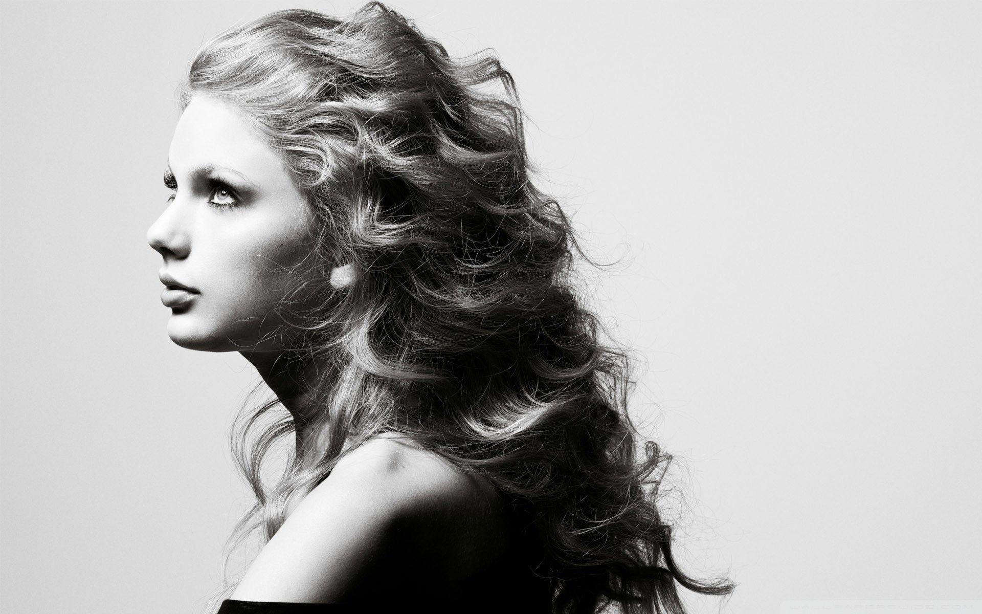 Taylor Swift In Black And White 4k Hd Desktop Wallpaper For 4k Side Portrait Beauty Beauty Videos