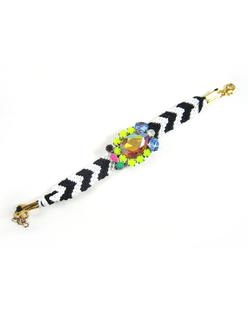 The Michelle Bracelet - I love this style of friendship bracelet. I could even see it in just black and white.