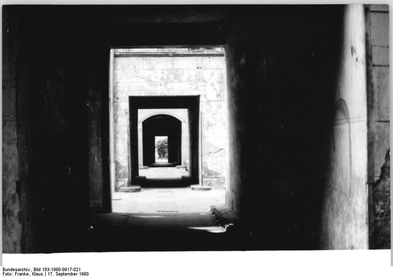 Bundesarchiv Bild 183-1990-0917-021, Berlin, Kastanienallee 12, Schloss-Trümmer - Hobrecht-Plan - Wikipedia, the free encyclopedia