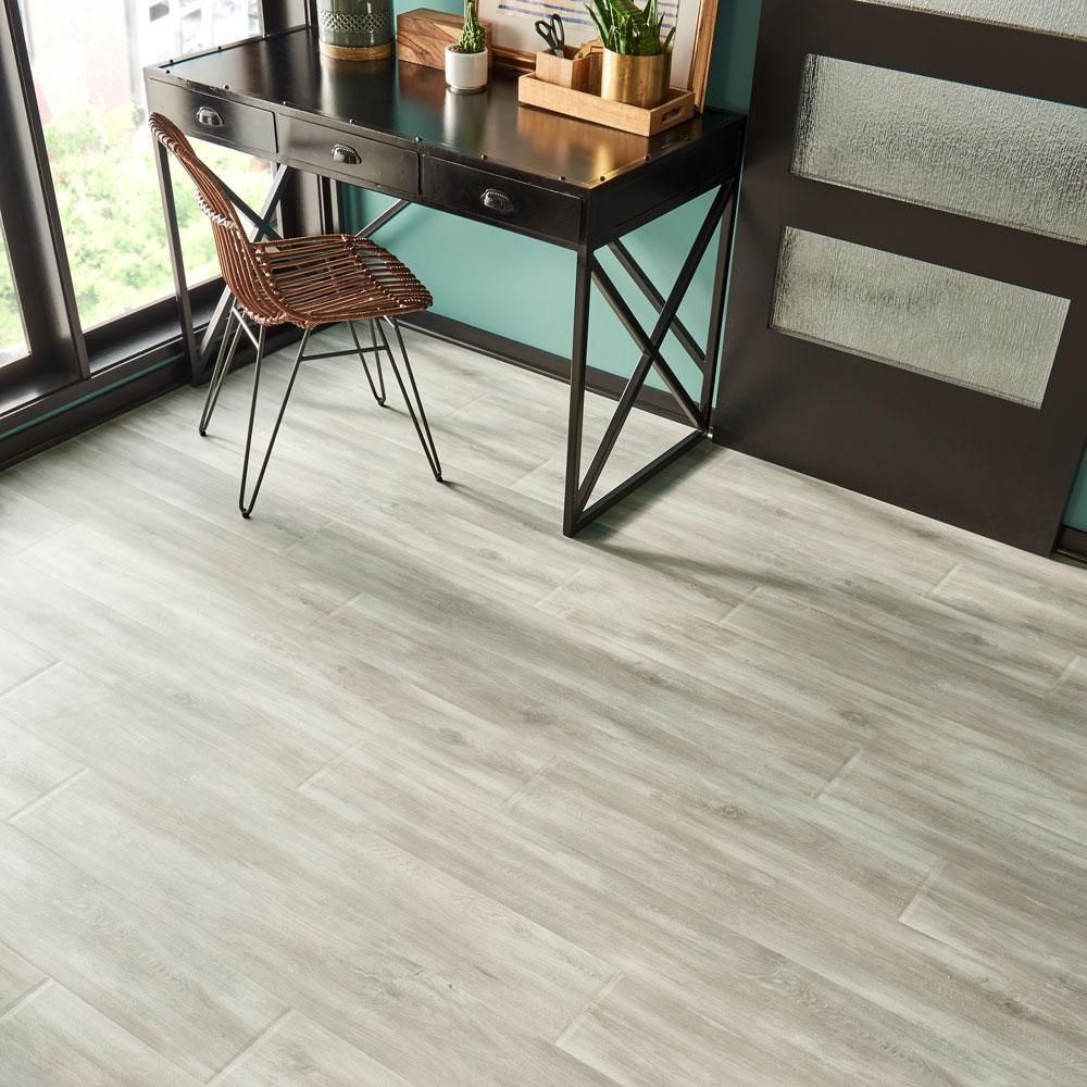 Pergo Outlast Waterproof Glazed Oak 10 Mm T X 7 48 In W X 54 33 In L Laminate Flooring 16 93 Sq Ft Case Lf000923 The Home Depot Laminate Flooring Pergo Outlast Vinyl Laminate Flooring