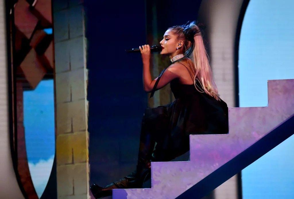 Performancenotearslefttocry Billboard Music Awards Ariana Grabde
