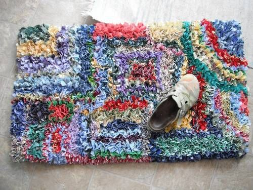 Latch Hooked Rag Rug With Tutorial The Best Size Strips Are 1 2 Inch Wide And 4 Inches Long If Fabric Is Stiffer Thinner Work