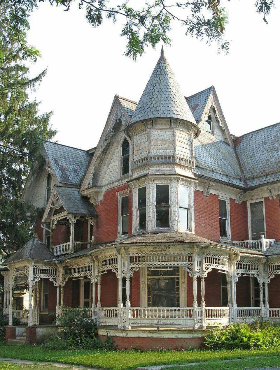 Looks Like A Home In Wichita Ks Victorian Homes Victorian Style Homes Victorian Architecture