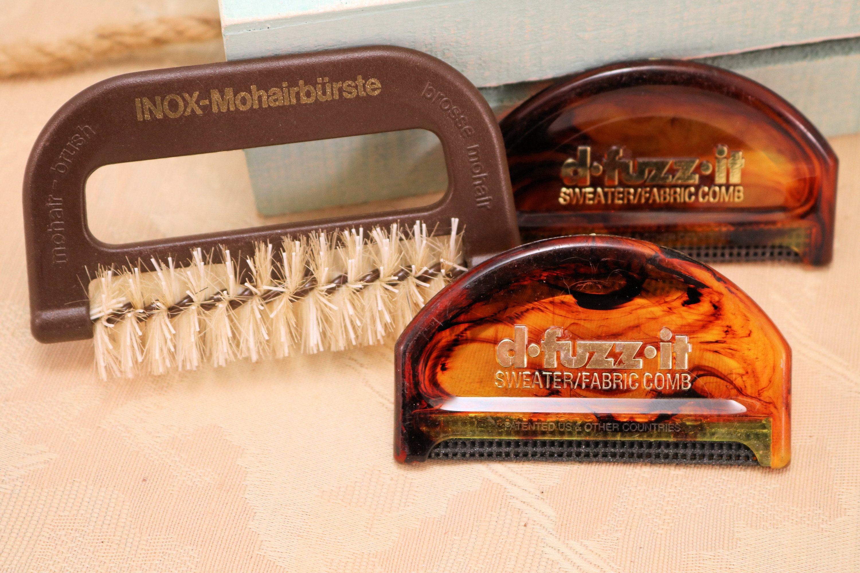 Collins D-Fuzz-It Fabric and Sweater Comb 1 Pack