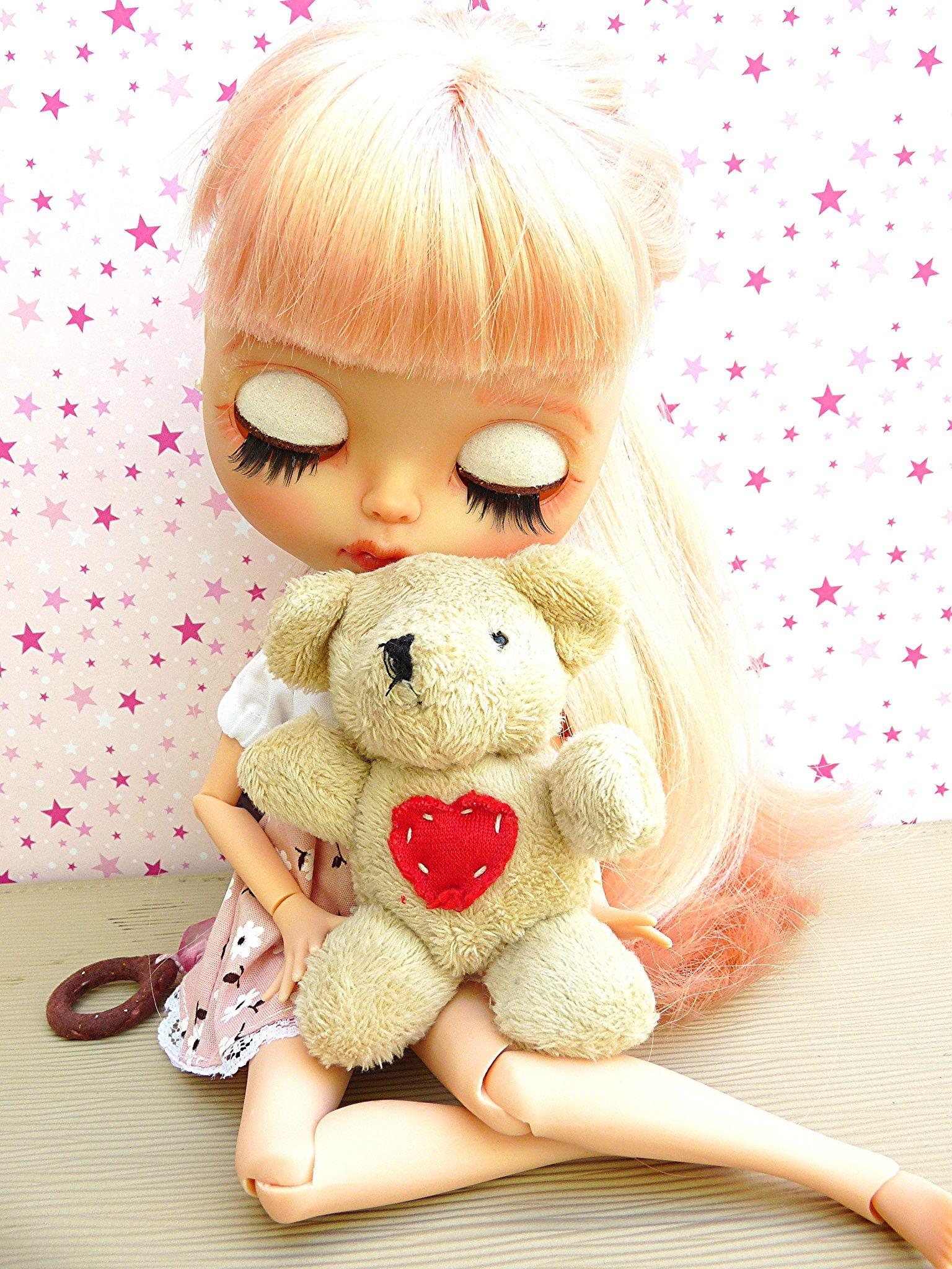 https://flic.kr/p/vxuNuj | July - Blythe TBL | Minha primeira TBL! E por ser a primeira a gente nunca esquece. Muito apaixonado por esta fofinha do cabelo rosa, com um olhar triste mas sonhador! Espero que gostem desta menina linda que a Driely customizou!