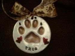 Home Pet Euthanasia - Clay paw prints and ways to honor your