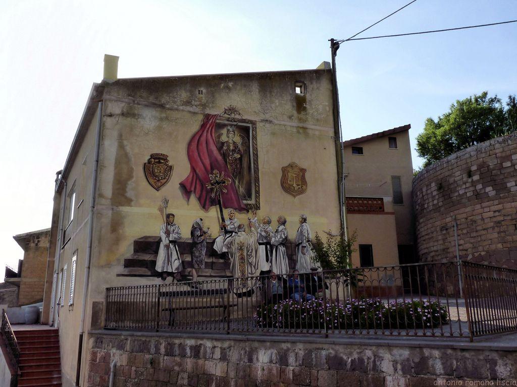 """Sagama (OR)   """"... conversare con un murale così bello alle spalle deve essere un piacere""""."""