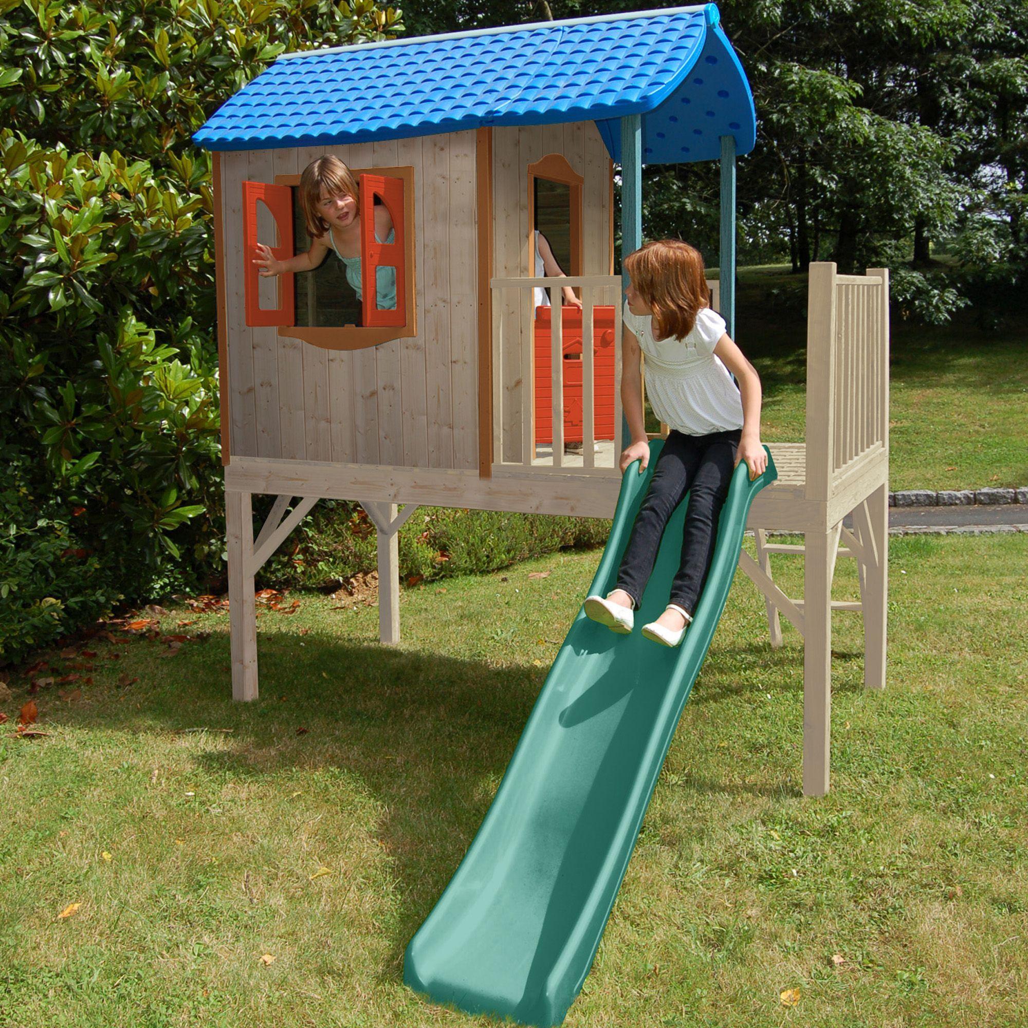 Maisonnette en bois sur pilotis pour enfants avec toboggan for Jeu bois exterieur