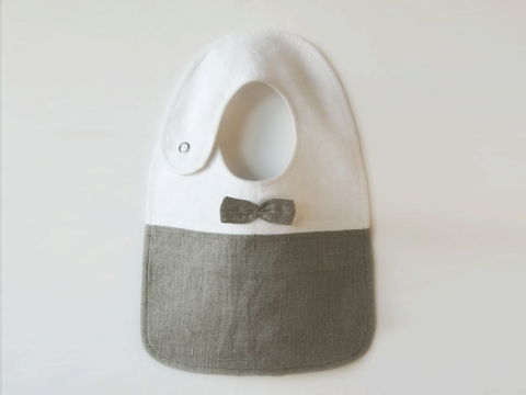 Linen bib with a little bow tie for your gentleman. Tailor made by Lovely Home Idea