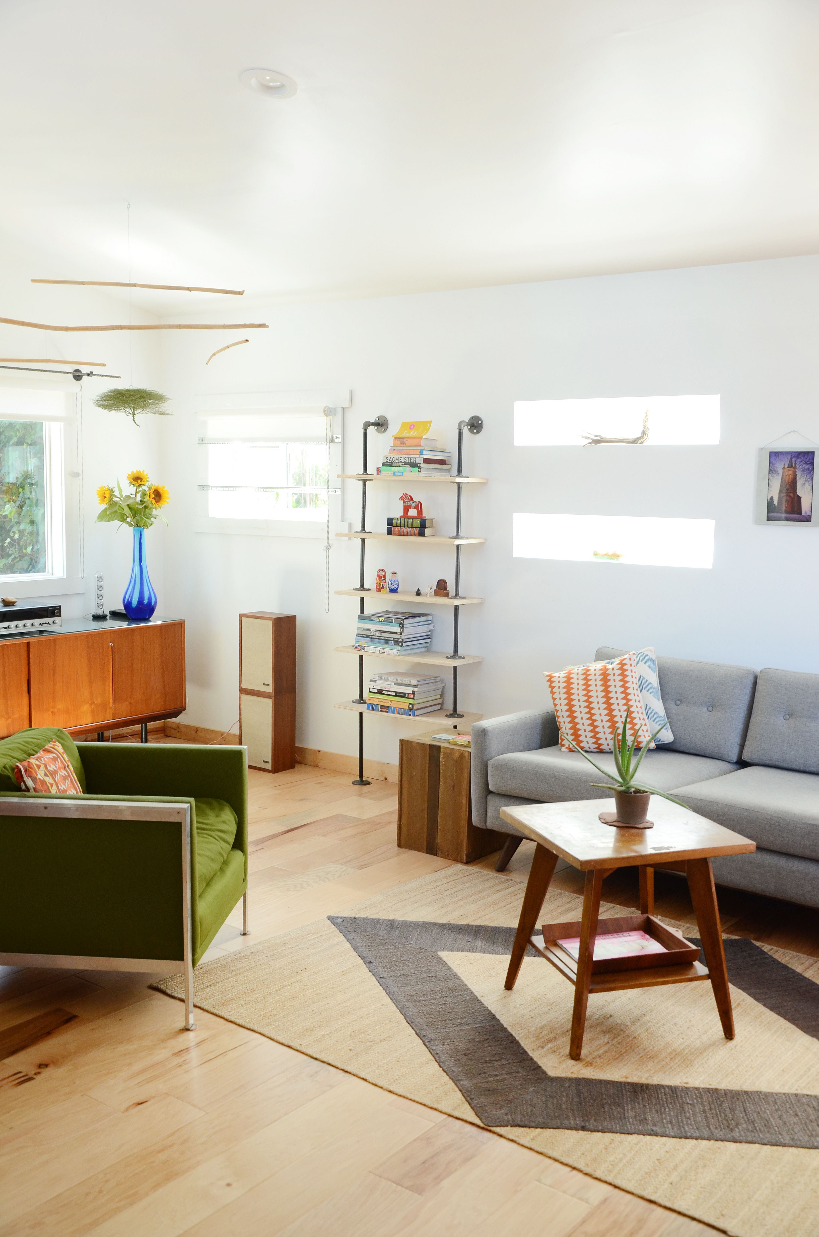 Paint colors that match this Apartment Therapy photo: SW 6006 Black ...