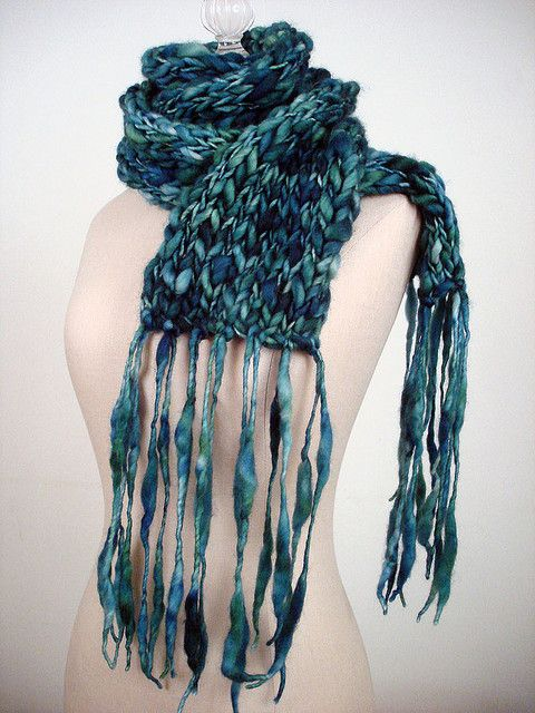 Free and super easy super long scarf knitting pattern by phydeaux free knitting pattern thick and thin super bulky yarn with super long fringe super easy to knit from phydeaux designs dt1010fo