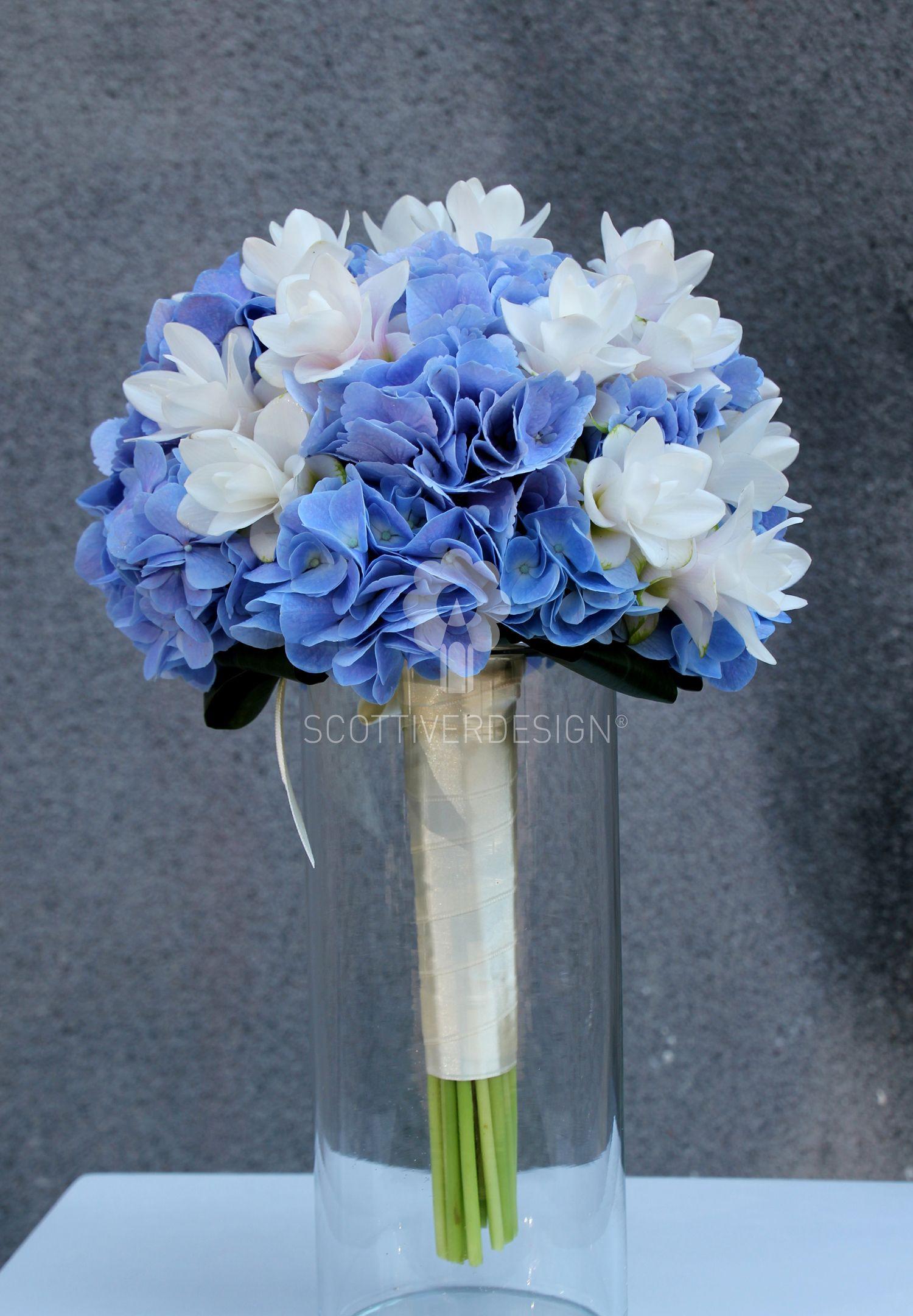 Blue and white wedding decor  bouquet con ortensie e curcuma  weddings  Pinterest  Wedding and