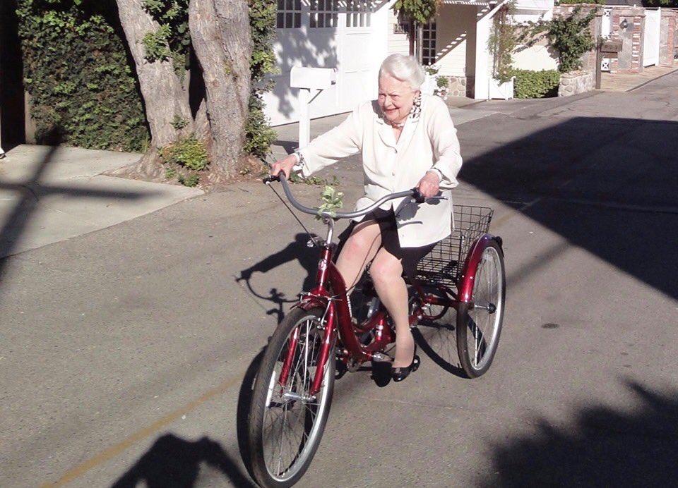 Olivia de Havilland riding a bike at 103!!!   Olivia de havilland ...