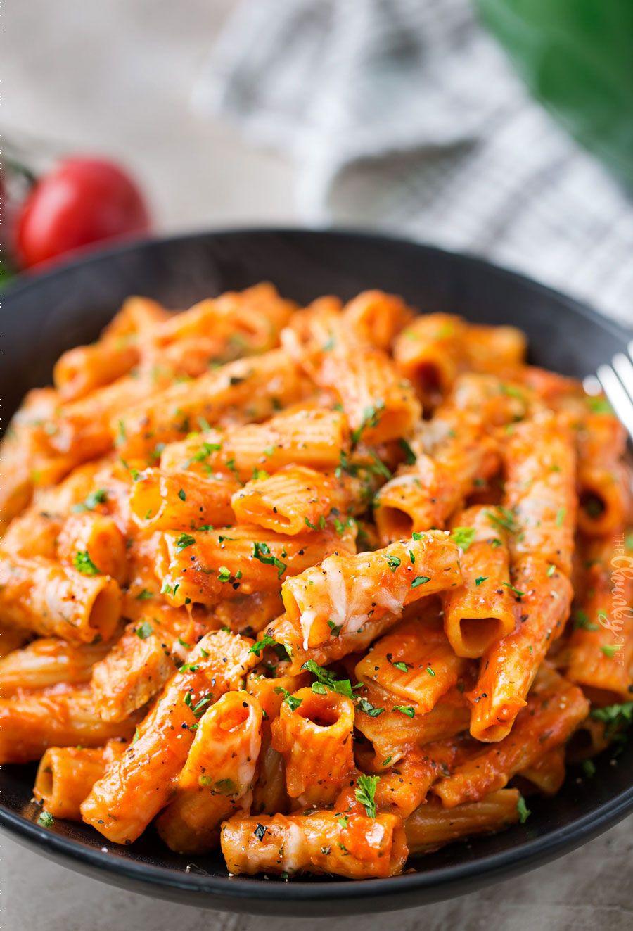 Pâtes au poulet et parmesan en pot - Recettes de poulet de 30 minutes - Idées de recettes pour le dîner au poulet.