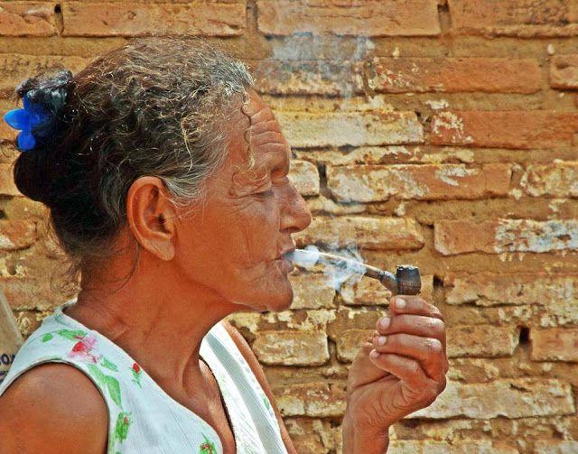 Prolifera o amarelo avermelhado: O sentir da fumaça.
