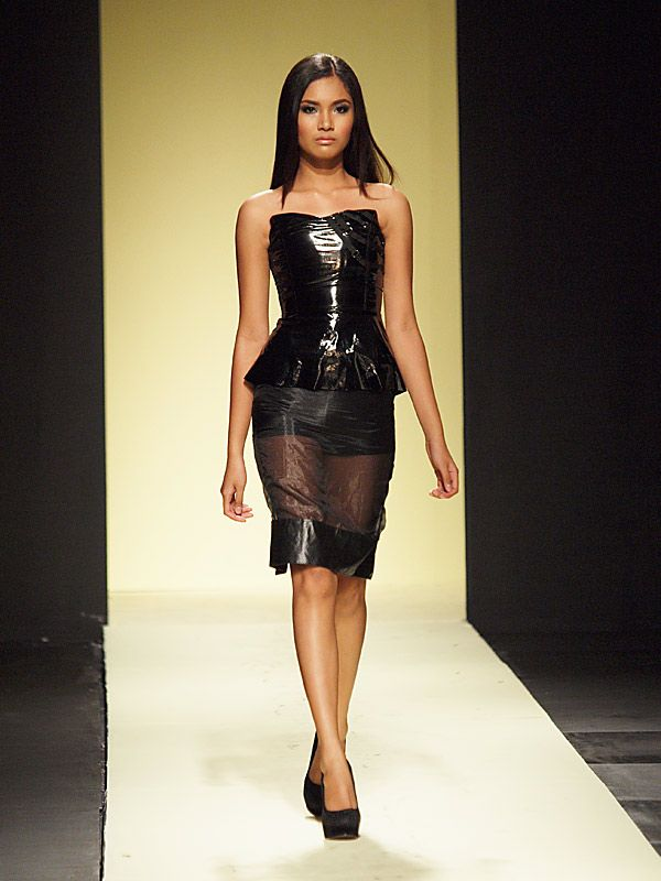 Filipino fashion week 2012  Russel Villafuerte
