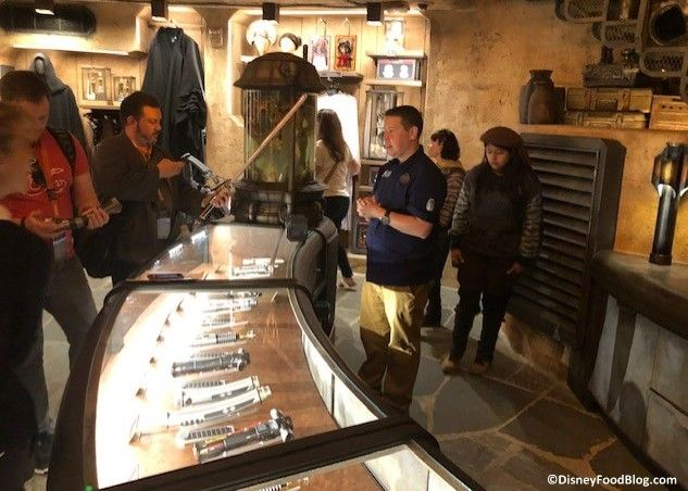 Step Inside Dok-Ondar's Den of Antiquities in Star Wars: Galaxy's Edge #disneyfoodblog