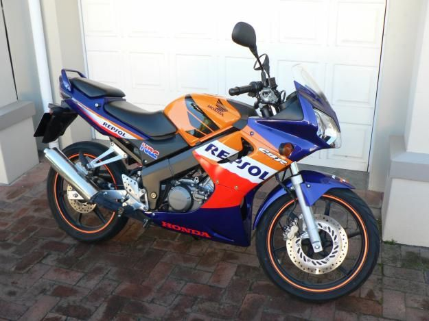 honda cbr 125cc repsol riding honda cbr motorcycle. Black Bedroom Furniture Sets. Home Design Ideas