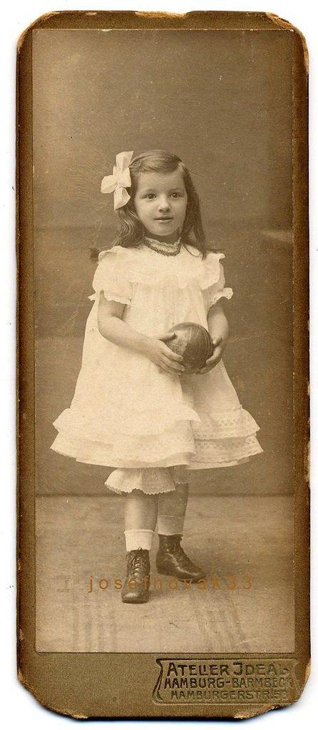 Atelier Ideal, HamburgBarmbek Girl With Ball Vintage