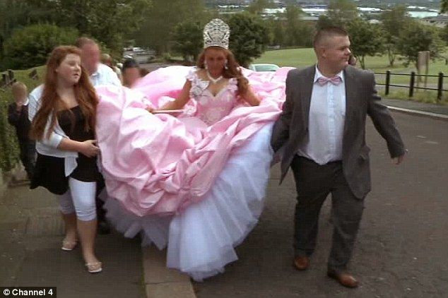 Fat Gypsy Weddings Underage Driving A Barbie Prom Dress And 16 Tier Birthday Cake Look At The Life Of Age Traveller