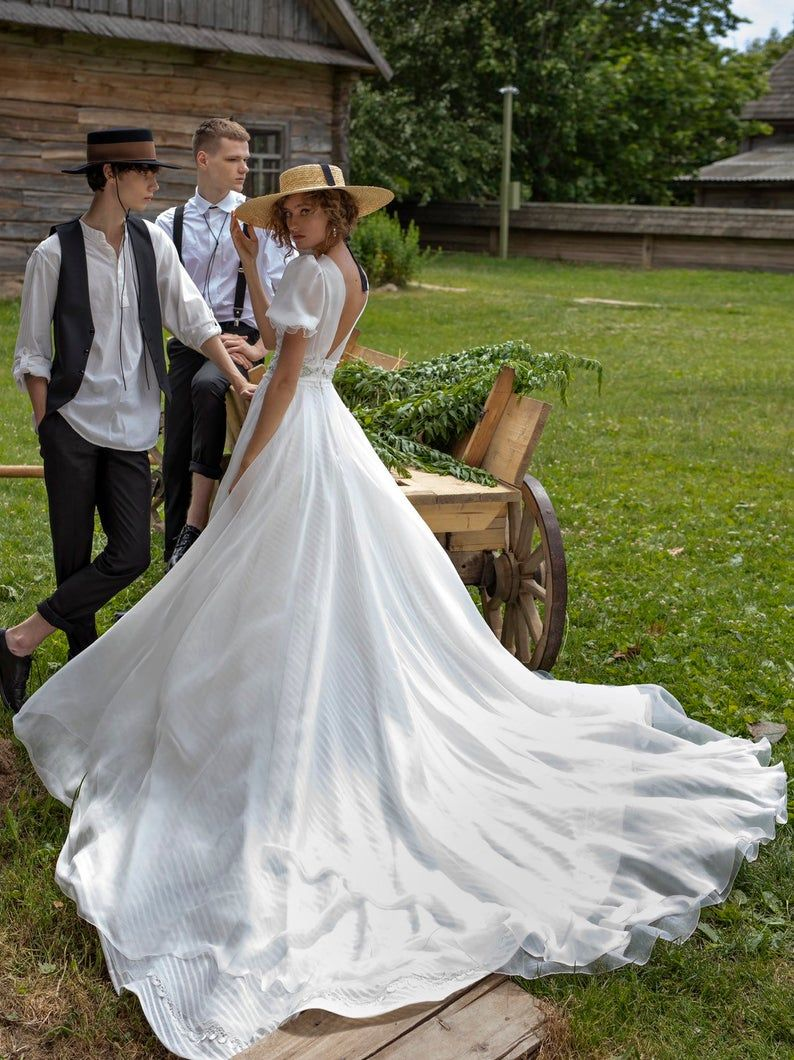Wedding dress IZIJA with hand decorated belt and long train • A-line wedding dress with train • – 웨딩