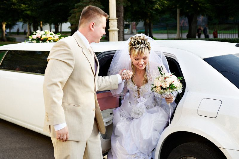 Best Limousine And Car Rental Services In Dubai Wedding Limo Service Wedding Limo Wedding Car Hire