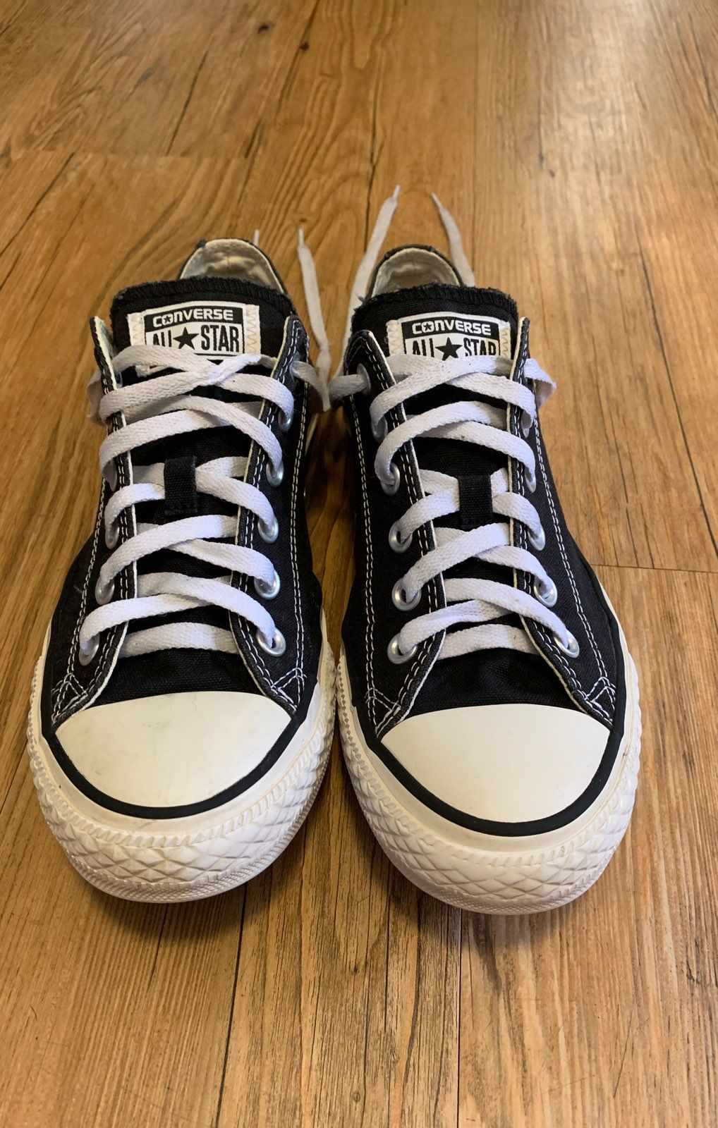 Black converse all star low top sneakers in excellent used