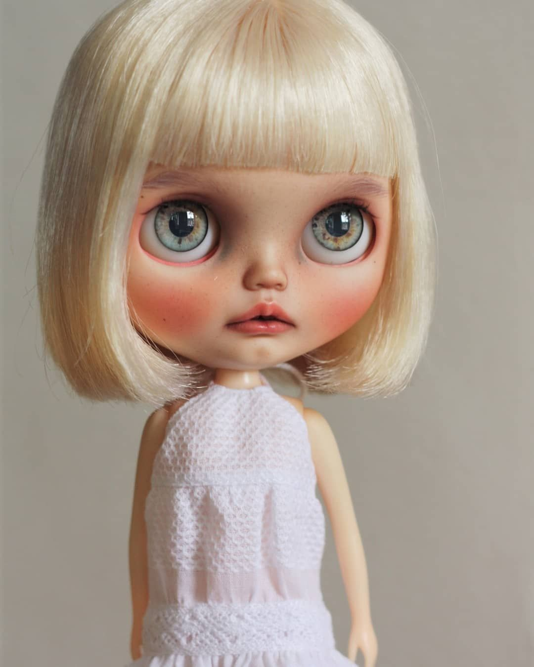 My Little Scandinavian Girl Maisy Tiinacustom Tiinavanhatupa Customblythe Rbl Kkokoro Whitebeachdress Puppel Felt Dolls Custom Dolls Blythe Dolls