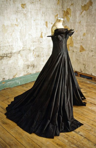 Yohji Yamamoto, black layered gown, Spring–Summer 1999.Collection of the Museum at FIT Photography: William Palmer  Ambiguities of GenderF...
