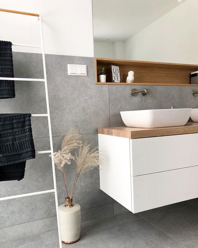 • T R A U M B A D • . Wir waren uns bis letztes Jahr gar nicht bewusst, dass es so einen großen Bedarf an Waschtischunterschränken gibt.… #badkamerinspiratie