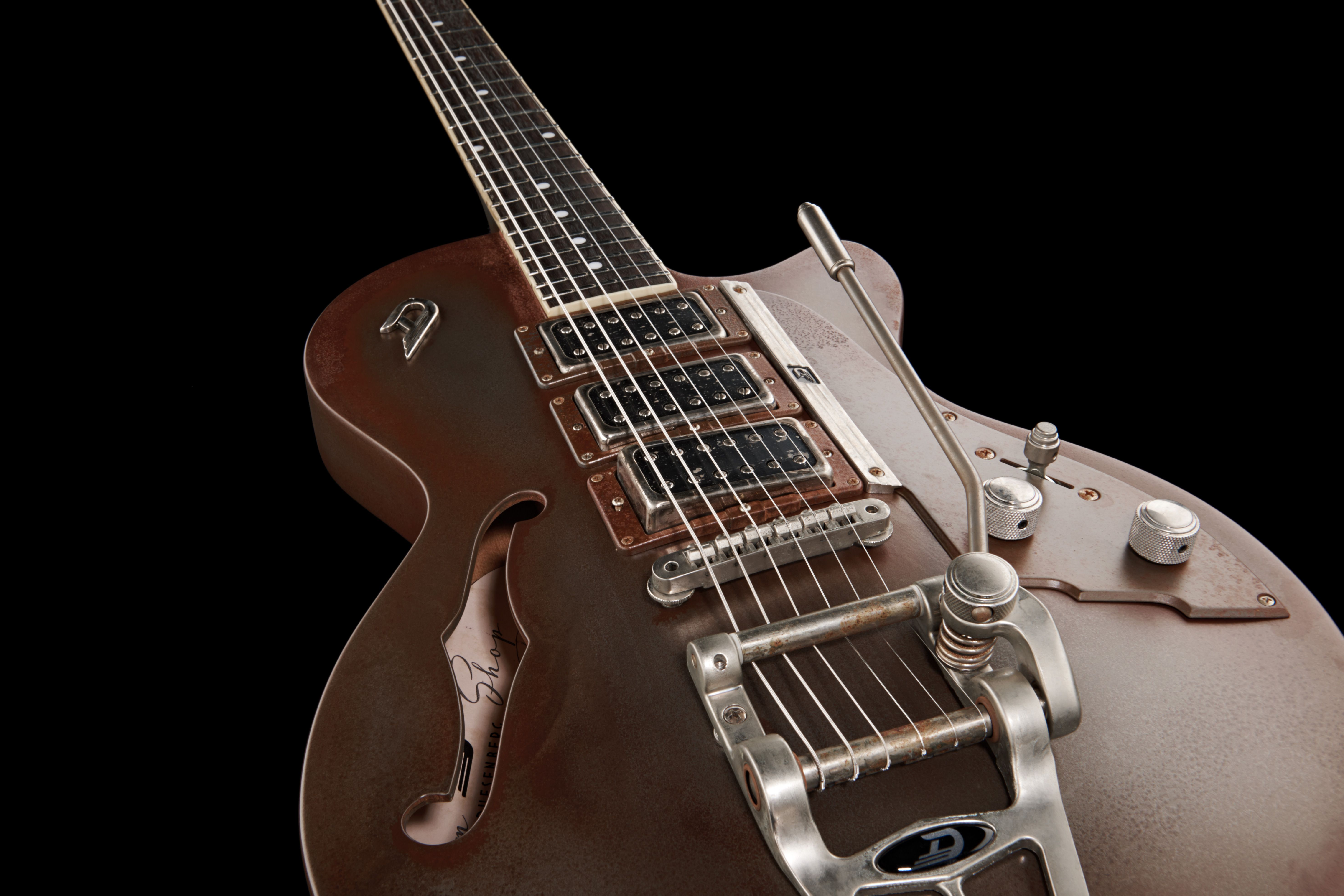 Duesenberg StarplayerTV CMRS Custom Shop. The basis of this custom shop model is the Starplayer TV-Custom and its completely covered in a real thomann metal coating which is well into its rusting process. #duesenberg #guitar #thomann #customShop