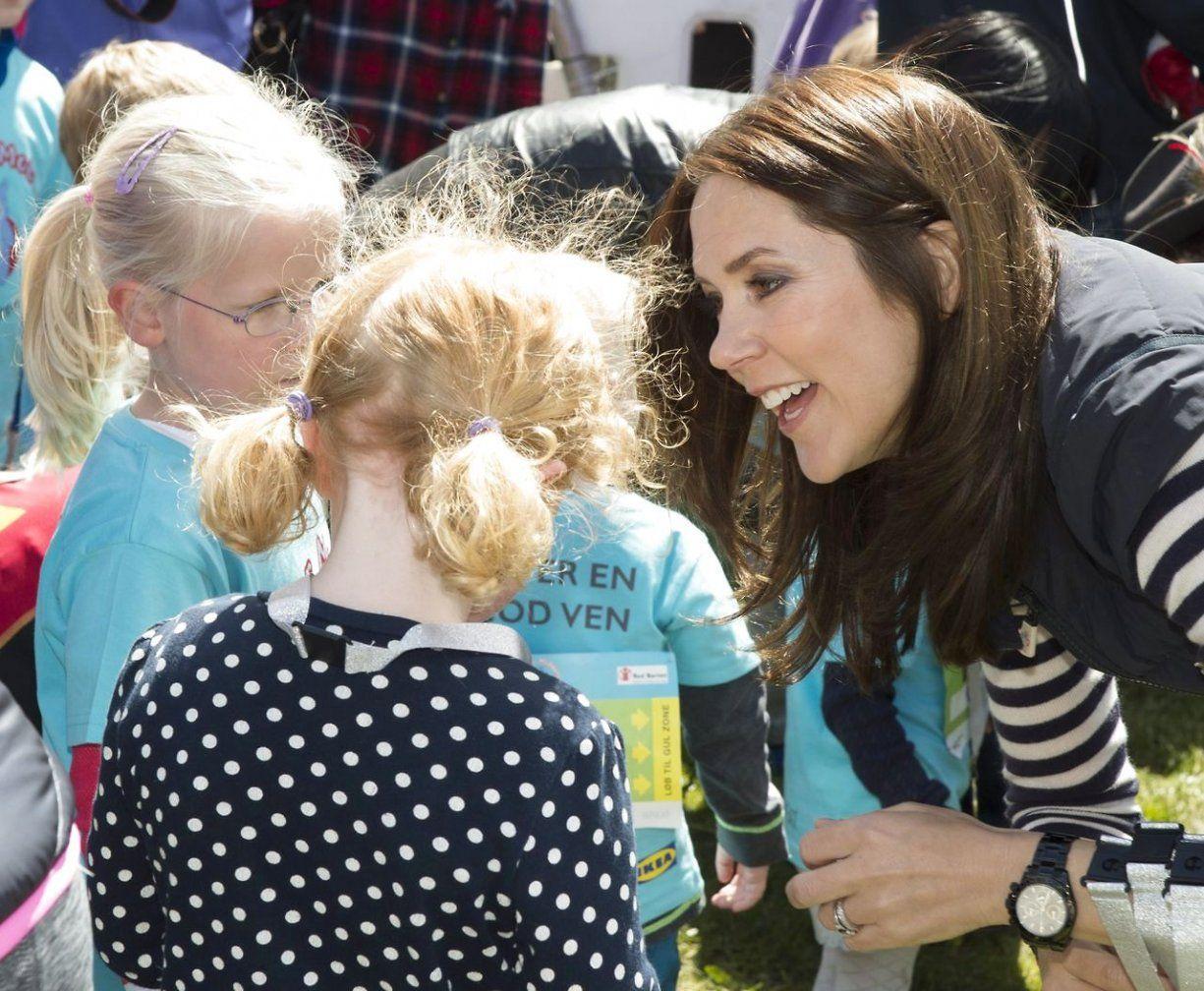Kronprinsesse Mary til børnestafetløb i Botanisk Have i Aarhus