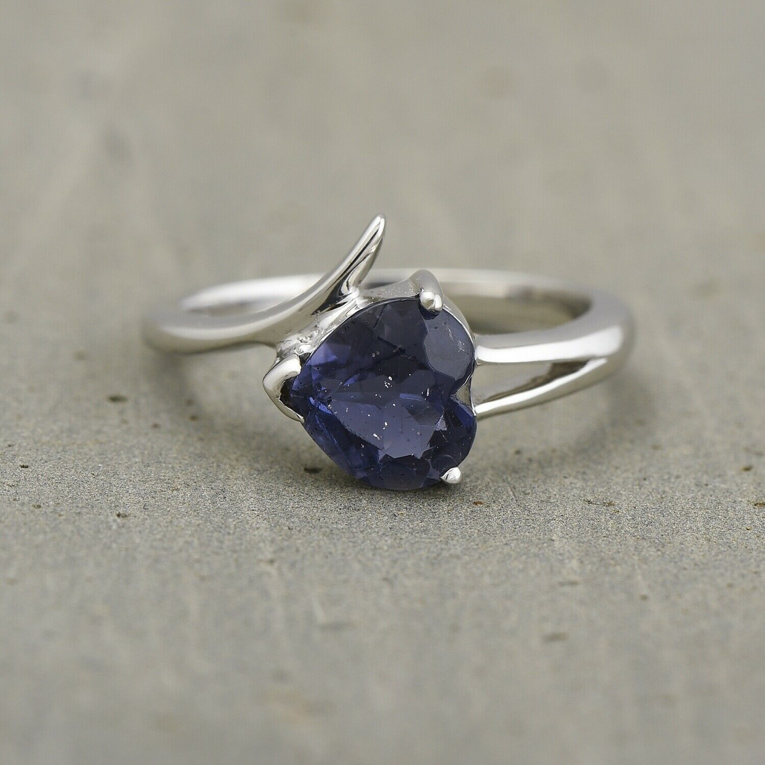 925 Sterling Silver Natural Iolite Gemstone Heart Ring Fine Jewelry