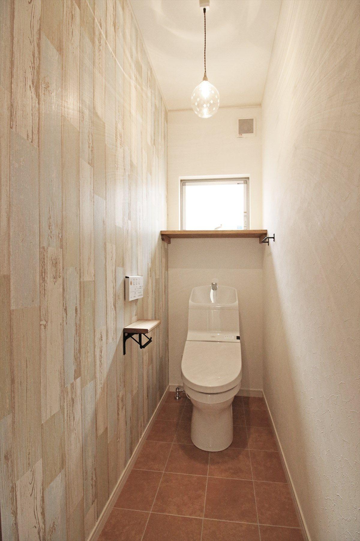 トイレ サニタリー Toilet Rest Room 木目 Wood アクセントクロス ナチュラル Natural タイル調 Tile インテリア Interior ジャストの家 Justnoie 小さなトイレ シンプル トイレ トイレのアイデア